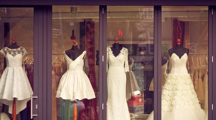 6 Ways to Accessorize a Wedding Dress